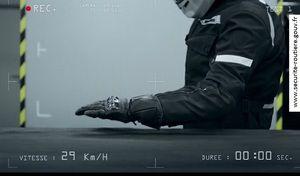 Sécurité routière - Deux roues: les gants obligatoires aussi pour les passagers?