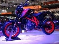 En direct du salon de Milan 2015 : KTM 690 Duke et 690 Duke R