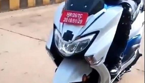 Des nouvelles images pour le futur scooter électrique Suzuki Burgman