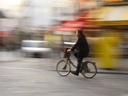 Paris met en place le double sens cyclable dans les zones 30