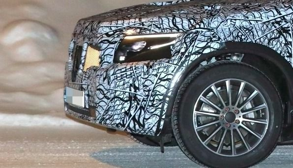 Mercedes: le SUV électrique EQC aperçu pour la première fois