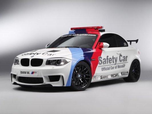 Deux safety cars qui en jettent: la BMW Série 1 M et la Porsche Panamera Turbo