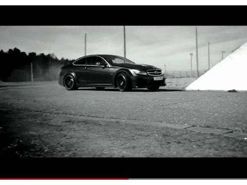 [vidéo] Mercedes ne cesse de drifter en C 63 AMG Coupé