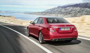 """La Mercedes Classe E élue """"taxi de l'année"""", la Renault Talisman plus """"beau"""" taxi"""