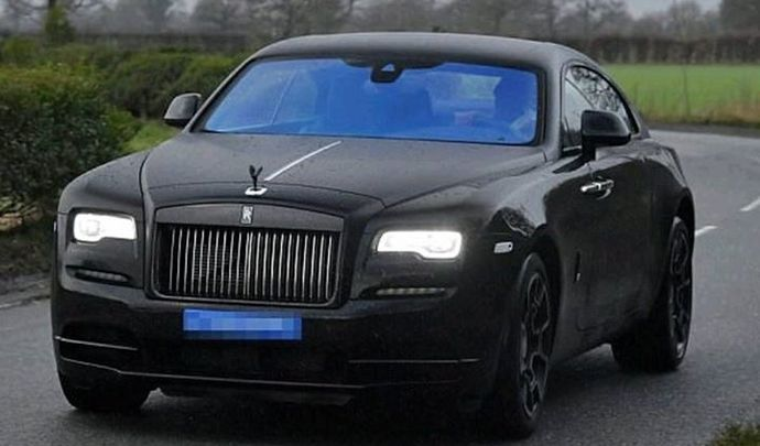 paul pogba montre sa rolls royce wraith. Black Bedroom Furniture Sets. Home Design Ideas