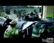 La prévention routière à l'anglaise...  (Vidéo-âmes sensibles s'abstenir)