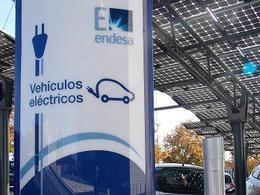 Madrid adopte aussi des cabines téléphoniques de recharge électrique !