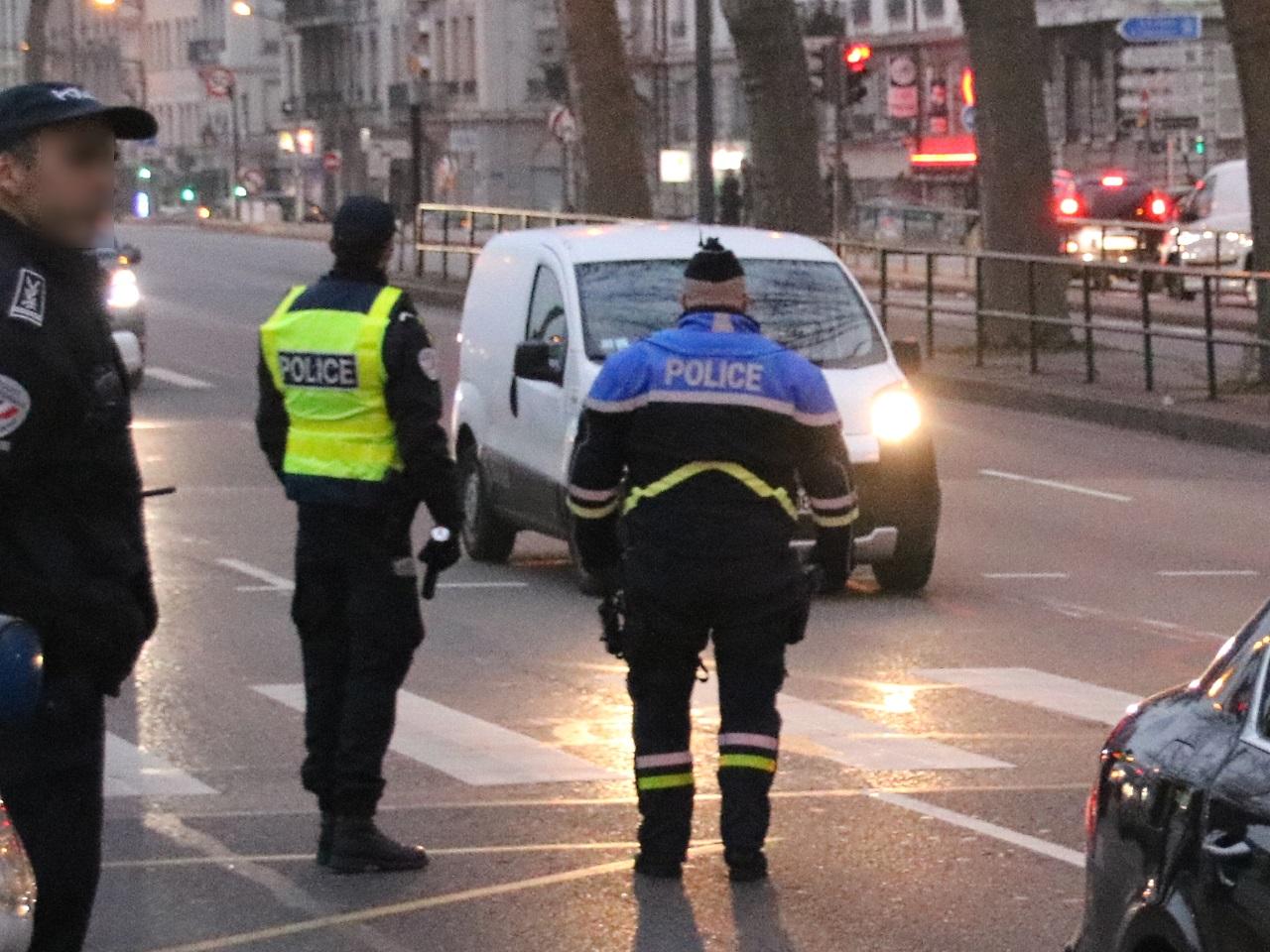Lyon : un unijambiste sans permis roule à contresens sur l'autoroute