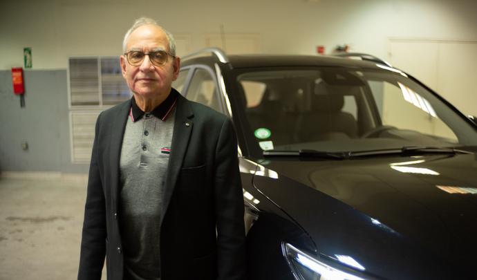 L'auto des voisins - En région parisienne, Léon, le retraité précurseur, fait le choix d'une MG électrique