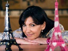 """Paris: la fondation Hulot soutient  Anne Hidalgo dans sa croisade contre les véhicules """"sales"""""""