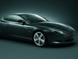 Tombée de sa fenêtre, elle est sauvée par une Aston Martin DB9