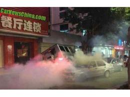 Crash : il percute six voitures avec son Mercedes G55 AMG puis prend la fuite à pied
