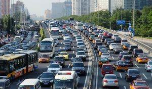 En hausse depuis 26 ans, le marché automobile chinois va-t-il reculer en 2017 ?