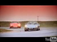 Vidéo : TVR Tuscan vs Sagaris en action..