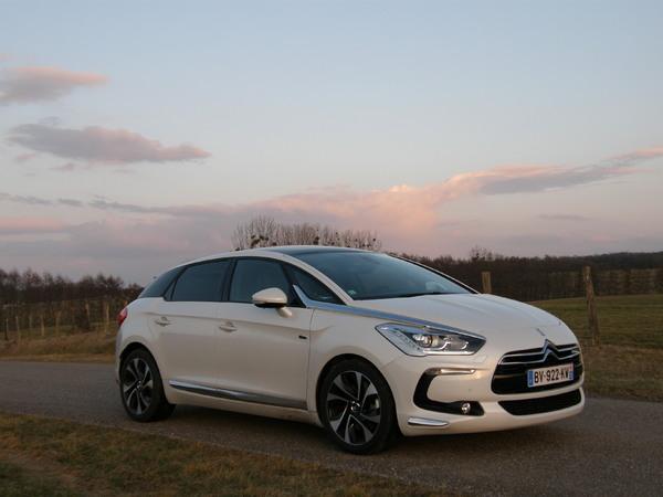 What is it: François vous explique la technologie Hybrid4 des Peugeot 3008, 508 et Citroën DS5