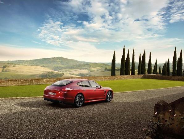 Salon de Pékin : Porsche Panamera et Panamera 4, l'entrée de gamme V6