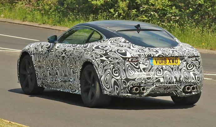 La future Jaguar F-Type sort de l'ombre