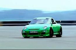A partir de quel âge peut-on mettre une Porsche 997 GT3 RS en glisse? Réponse en vidéo : 10 ans