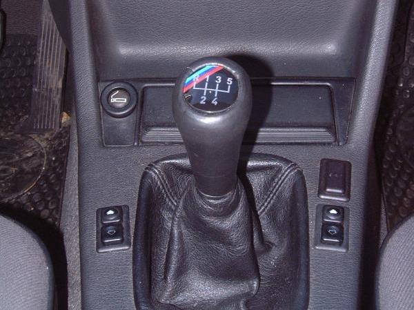 Sondage : la boîte de vitesses manuelle doit-elle continuer d'exister sur les autos sportives ?