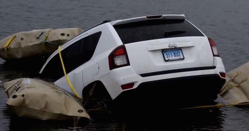 Ils suivent l'application GPS et terminent dans un lac — Etats-Unis