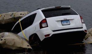 Insolite - Ils suivent les indications de Waze etfinissent dans un lac