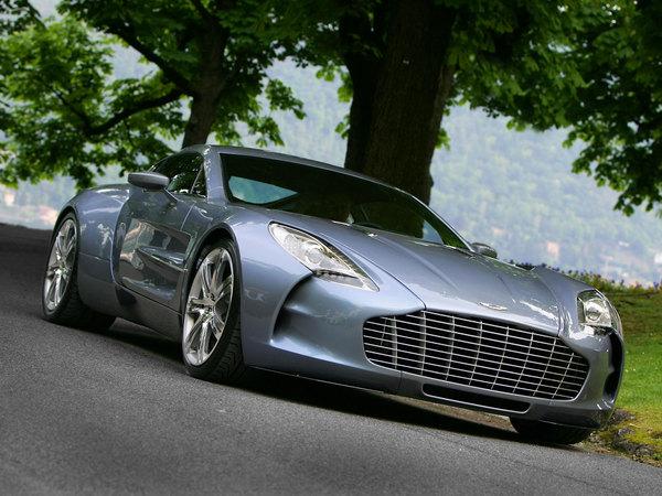 Pour les copains : un client achète 10 Aston Martin One-77