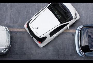 La Nissan GT-R a trouvé son maître : la Toyota IQ !