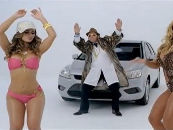 [Vidéo pub] Pour la promo de la Tiida au Brésil, Nissan entoure une Ford Focus de filles en bikini et de rappeurs
