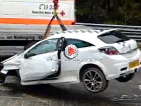 [Vidéo] Il vient sur la Nordschleife pour s'amuser avec son Opel Astra. Mauvaise idée