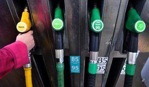 Carburants: hausse du pétrole écologie punitive la double sanction