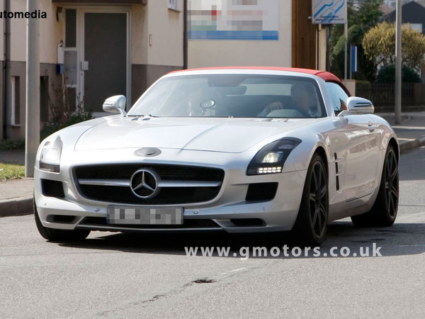 Photos volées : Mercedes SLS Roadster totalement nu
