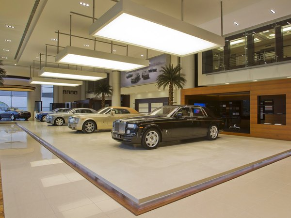 La plus grosse concession Rolls-Royce du monde ouvre à Abou Dhabi