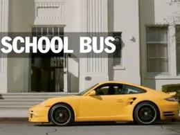 [vidéo pub] vous voulez une auto pratique et familiale, achetez une Porsche sportive