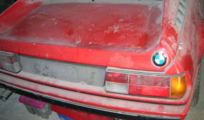 Insolite une bmw m1 abandonn e dans un garage depuis 34 ans for Garage bmw en france