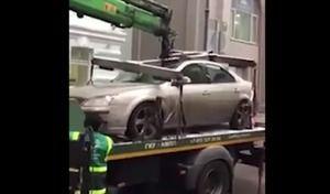 Insolite : la dépanneuse écrase accidentellement sa voiture