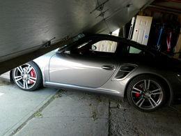 Mauvaise surprise au réveil pour un journaliste américain : son fils a détruit la 911 Turbo prêtée par Porsche