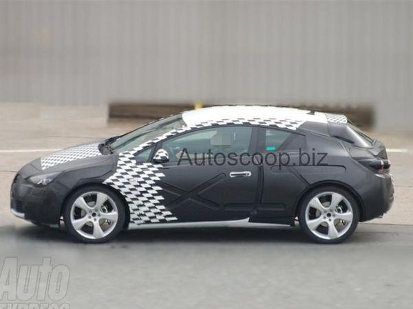 Future Opel Astra Sports Coupé : première prise