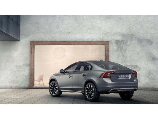 Aux US, Volvo commercialisera la S60 Cross Country via une édition limitée à 500 exemplaires