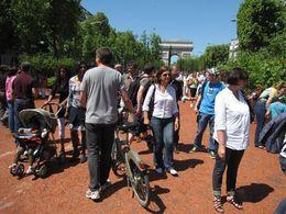 Reportage sur les Champs-Élysées : Nature et transports alternatifs virent les voitures pendant 3 jours !