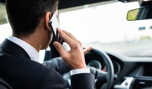 Téléphone au volant:cela peut aussi être interdit à l'arrêt, moteur coupé