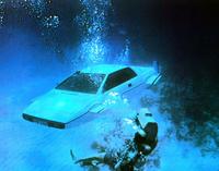 Venez acheter la Lotus Esprit blanche de James Bond