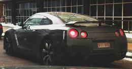 Une Nissan GT-R qui humilie les Porsche 911, même à l'arrêt