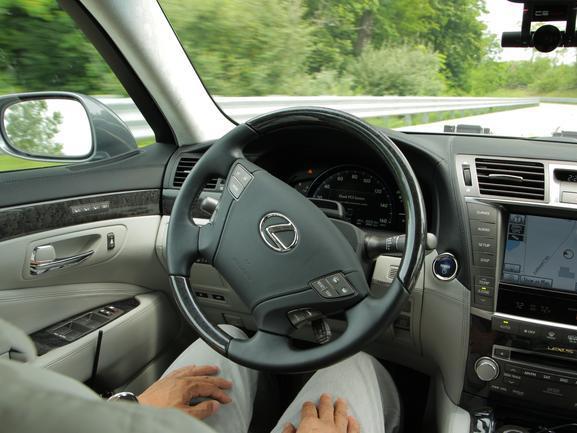 Toyota : une nouvelle série d'aides à la conduite dès 2015 avant la voiture autonome