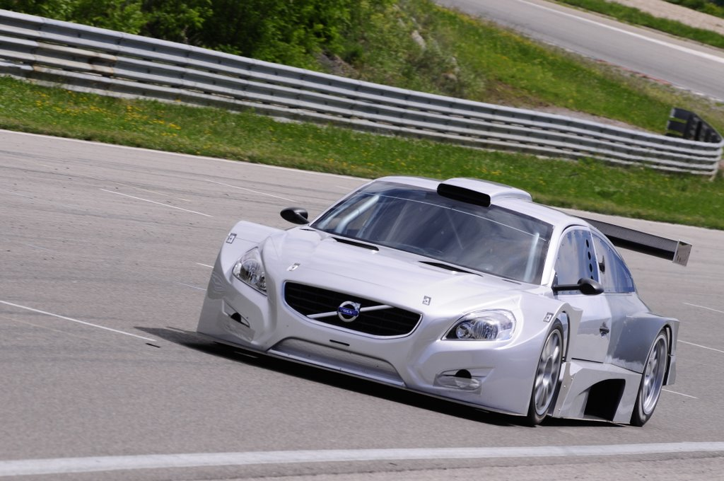 S0-Solution-F-TC10-une-silhouette-V8-qui-va-vite-pour-pas-trop-cher-56997.jpg