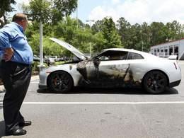 Etrange : une Nissan GT-R prend feu dans une concession américaine