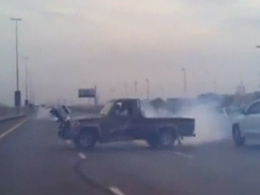 Fini de rire : les cascadeurs de l'autoroute de Dubaï ont été arrêtés