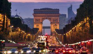 Une piste cyclable sur les Champs-Élysées avant la fin de l'année