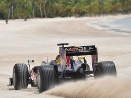 [Vidéo] Le soleil, la plage, les cocotiers, les oiseaux et... une F1 Red Bull ?