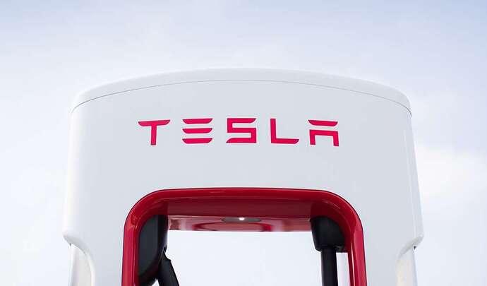 Tesla : le prix de la recharge augmente sur les Superchargers