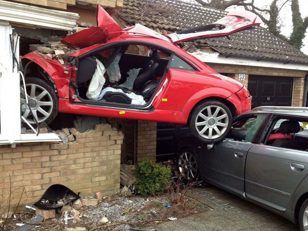 La question pas si b te les voitures rouges ont elles plus d 39 accidents - Accident de voiture coup du lapin ...